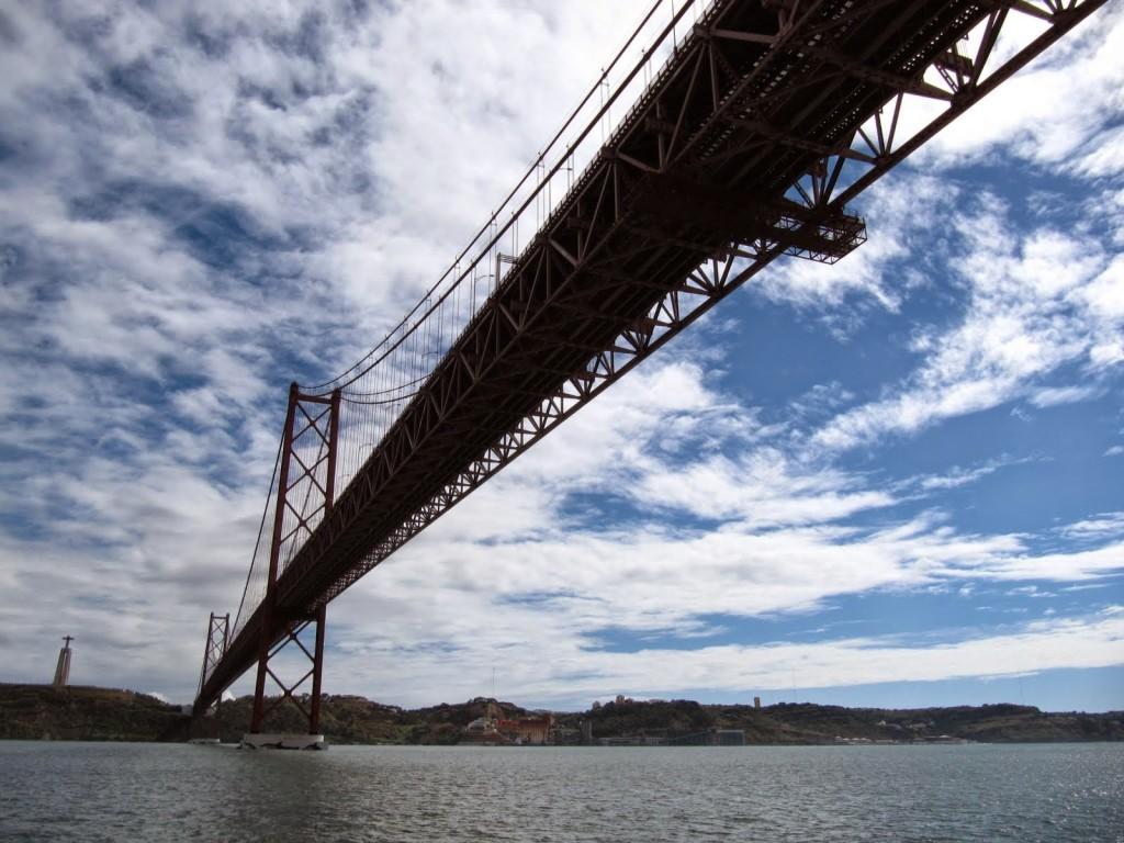 Most 25. Kwietnia - bardziej widoczny