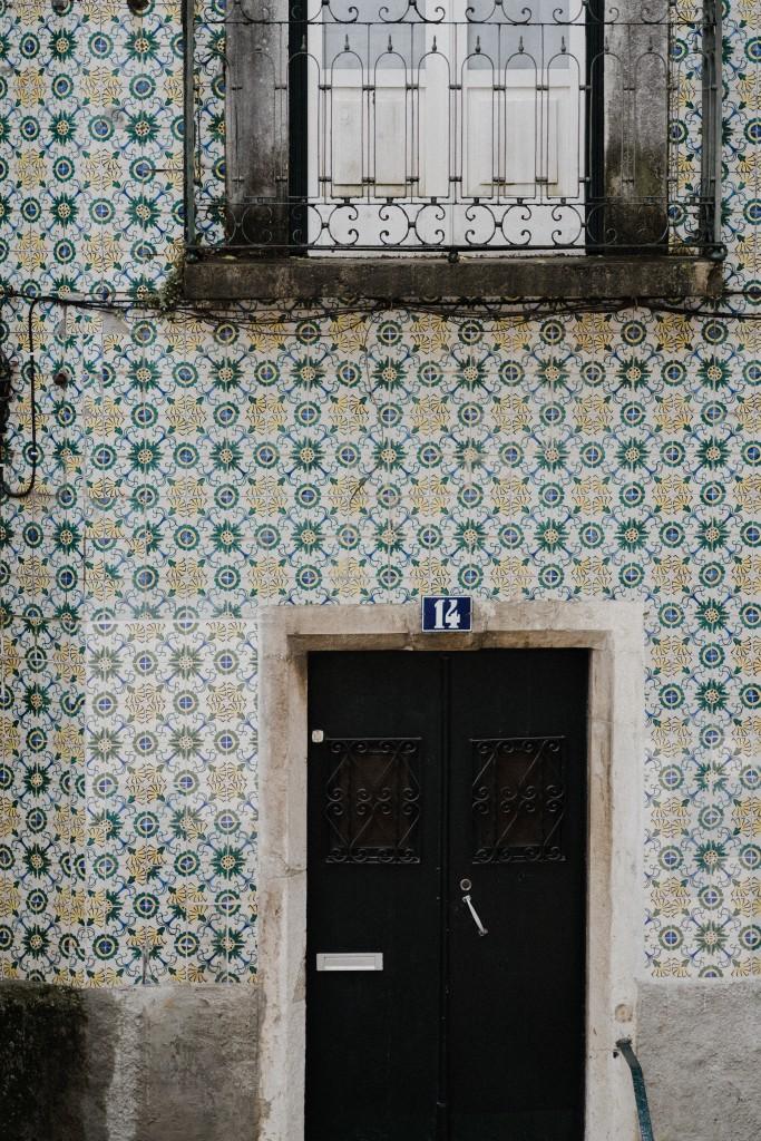 Wszędobylskie azulejos - charakterystyczne portugalskie płytki fot. Unsplash