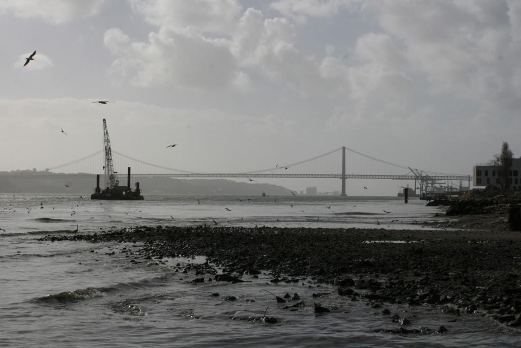 Widok na Tag i Most 25. Kwietnia z Praca do Comercio