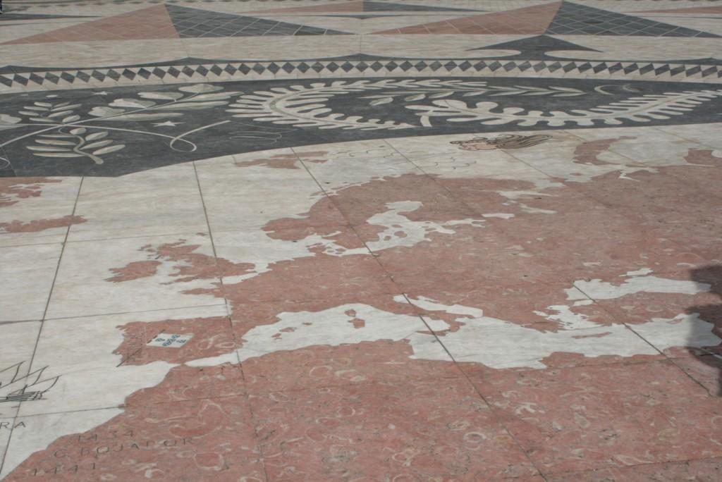 Mapa świata przy Pomniku Odkrywców