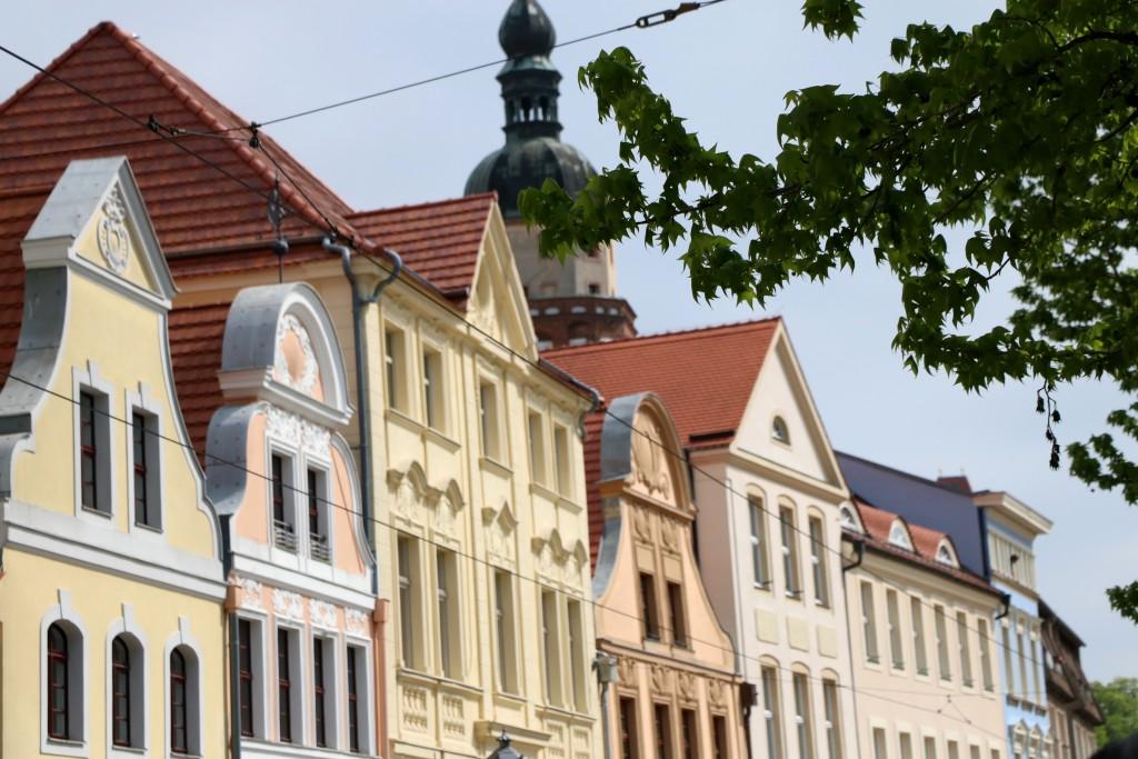 Zabytkowe kamienice na rynku w Cottbus